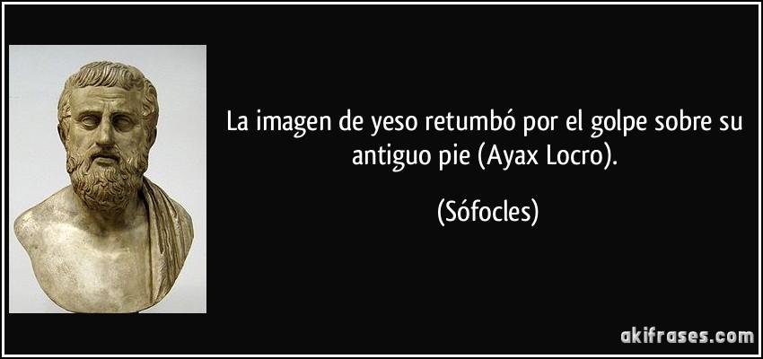 La Imagen De Yeso Retumbó Por El Golpe Sobre Su Antiguo Pie